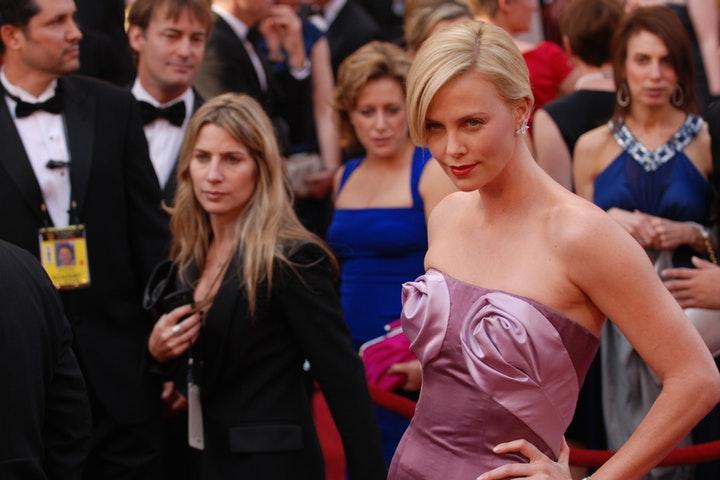 Skådespelerska på röda mattan